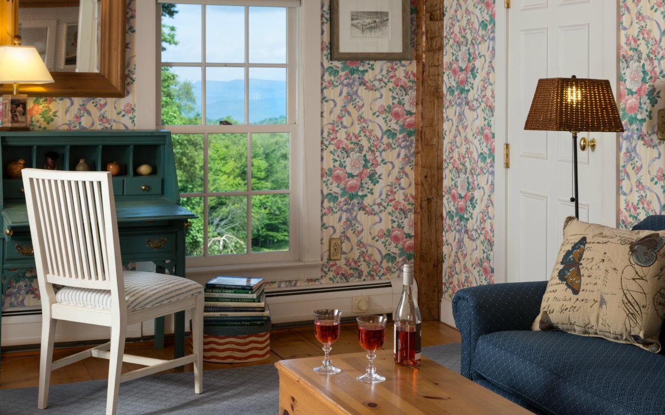 Green Mountains Inn - Beautiful Summer Room