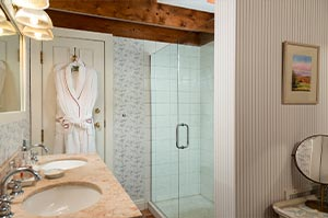 A private bath in one of the rooms at the inn