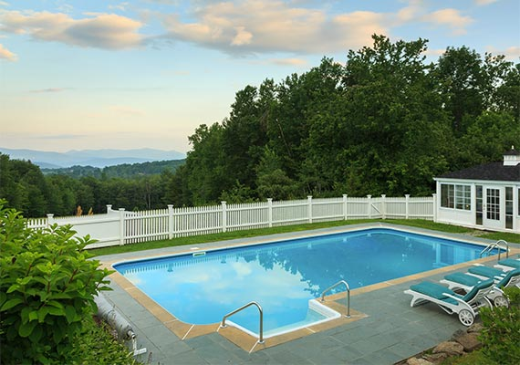 Crisanver House Pool with view of Green Mountains