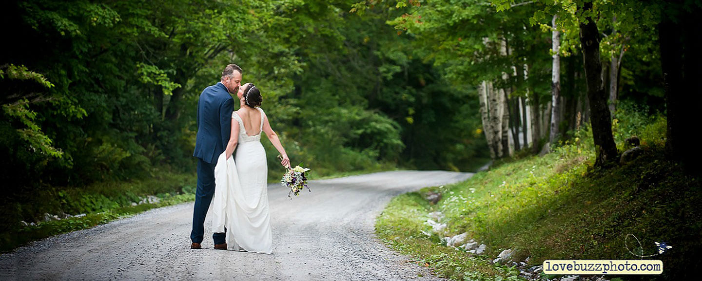 Elope in Vermont - kiss